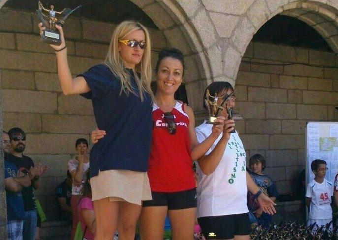 Alicia en el podium de la Villa